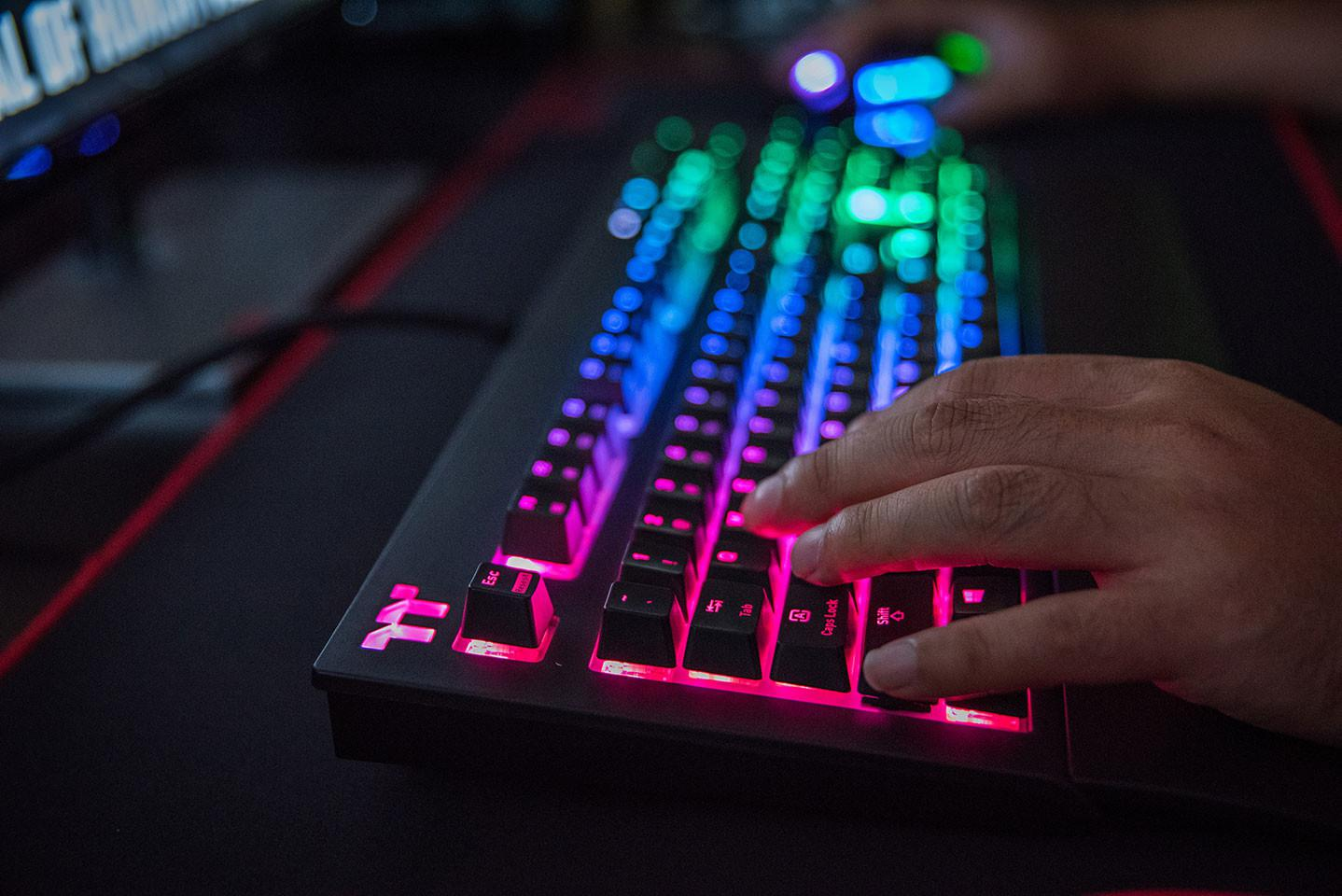 Thermaltake Releases X1 RGB Cherry MX Keyboard (that looks a