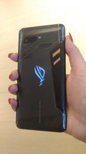 ASUS ROG Phone with 90 Hz OLED Screen (added booth photos)